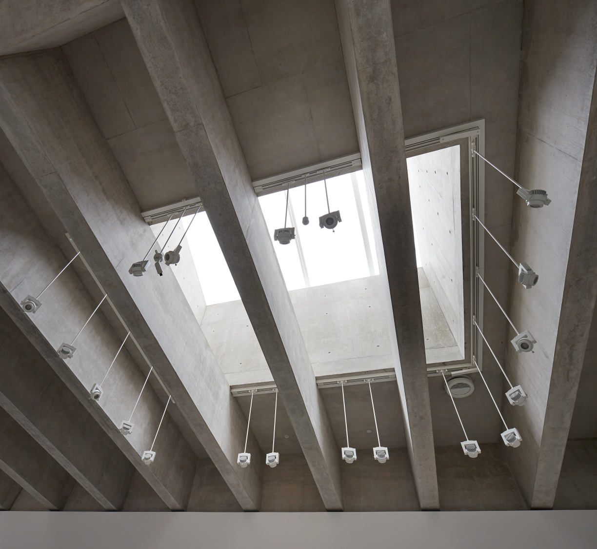 Looking up into one of the roof lights, you can see the large concrete upstand directing the diffuse light from the triple glazed Okalux glazing system (c) Hufton + Crow